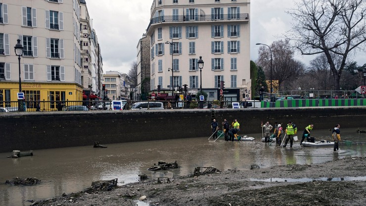 Paryż: czyszczenie kanału