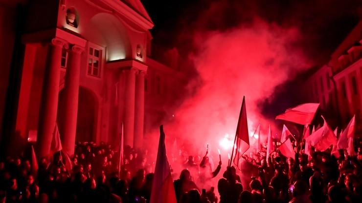 Marsz Niepodległości we Wrocławiu. Zatrzymano 11 osób, miały szable i noże