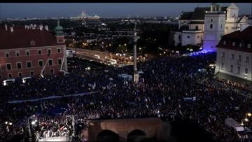 Manifestacje po orzeczeniu TK. Relacja z Placu Zamkowego w Warszawie i innych miast