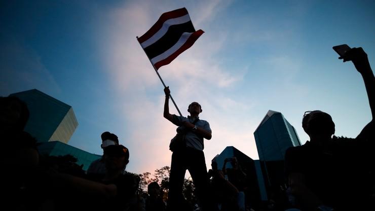 Tajlandia: tysiące protestujących domaga się reformy królewskich finansów