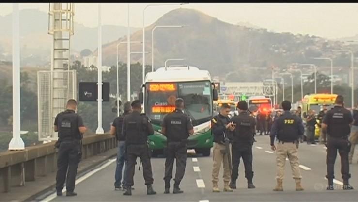 Uzbrojony mężczyzna przetrzymywał 37 zakładników w autobusie w Rio de Janeiro. Groził podpaleniem