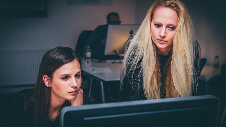 Spada liczba kobiet biernych zawodowo