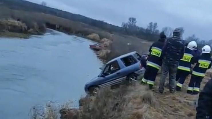 Samochód radnego wyciągnięty z rzeki. Trwają poszukiwania mężczyzny