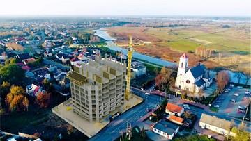 Deweloper chce zbudować wieżowiec na wsi. Wykorzystuje przepisy ustawy antycovidowej