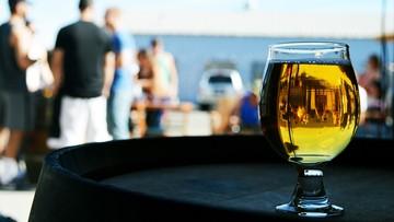 1,4 tys. mandatów za picie alkoholu nad Wisłą w 2015 r.