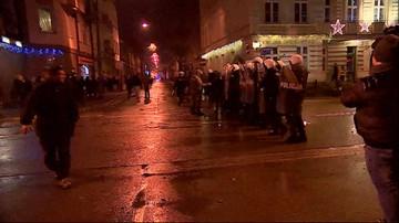 Ełk: zatrzymano 25-latka rzucającego kamieniami w stronę baru