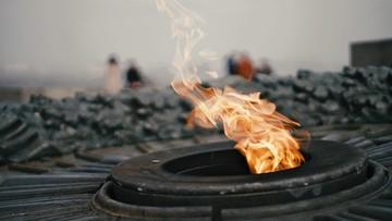 """""""Wieczny ogień"""" w Kijowie ponownie zalany cementem. W jego miejscu wstawiono krzyż"""