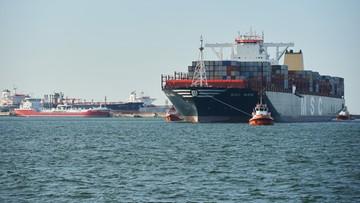 Największy kontenerowiec na świecie wpłynął do portu w Gdańsku