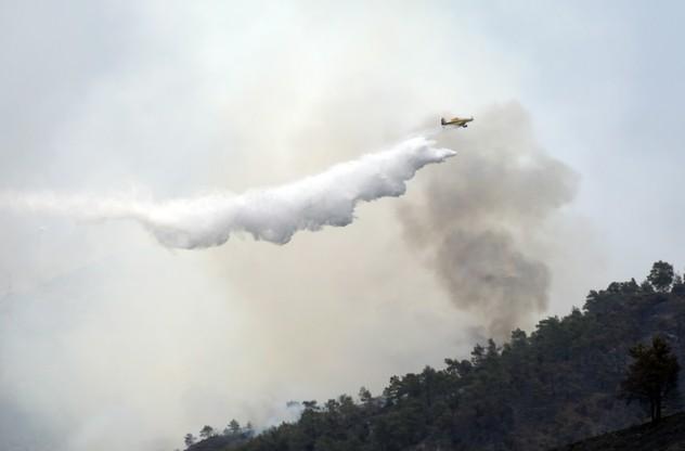 Samoloty gasiły pożar