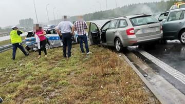 Auto uderzyło w radiowóz. Nagranie z chwili wypadku na autostradzie pod Kutnem