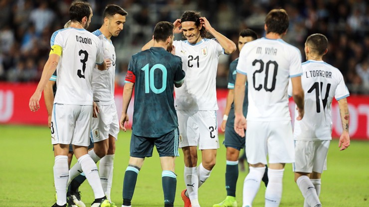 Cavani doprowadził do zatargu. Urugwajczyk chciał walczyć z... Messim