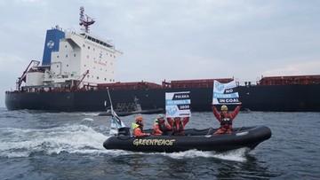 """""""Everyone on the ground!"""" Straż graniczna interweniowała na statku Greenpeace"""