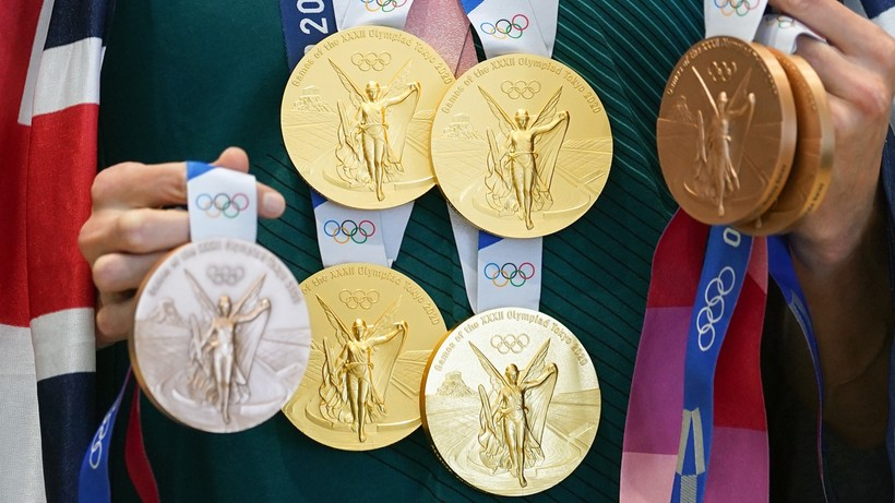 Tokio 2020: Burmistrz ugryzł złoty medal, Ukrainki przedstawione jako Rosjanki