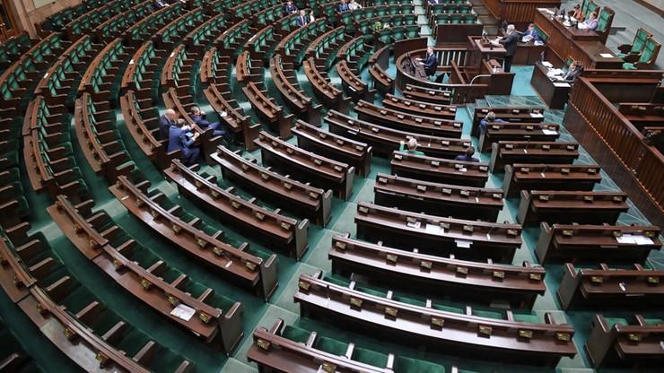 Najnowszy sondaż. Cztery partie w Sejmie, Koalicja Obywatelska ze wzrostem poparcia