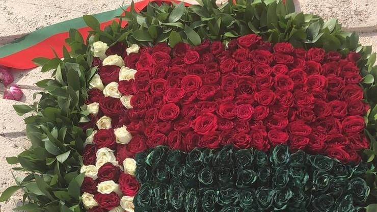 Kwiaty z sierpem i młotem na Monte Cassino. Ambasada reaguje