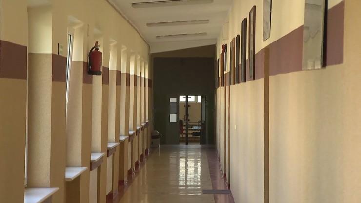 Koronawirus w szkołach. 64 placówki z nauczaniem zdalnym