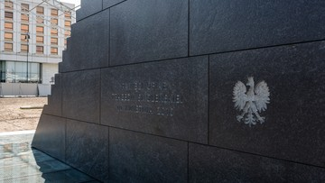 Do pomnika smoleńskiego jeszcze w tym roku dojdą kolejne elementy. To m.in. czerwony dywan i krzyż