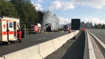 Wypadek autokaru w Bawarii. Uderzył w ciężarówkę i stanął w płomieniach. Zginęło 18 osób