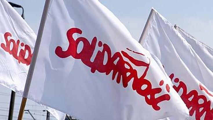"""""""Solidarność"""" domaga się podwyżek w budżetówce. Akcja odwiedzin biur parlamentarnych"""