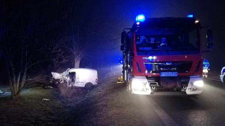 Zderzenie dwóch samochodów dostawczych w Wielkopolsce. Jedna osoba nie żyje