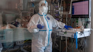 """Szczepionka pomoże szybciej wyjść z pandemii? """"To hipoteza na pocieszenie"""""""