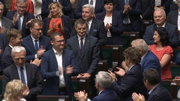 """""""Marek, Marek"""". Owacja na stojąco dla odchodzącego marszałka Sejmu"""