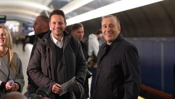 """Trzaskowski i Schetyna na stacjach metra. """"Chcemy uzmysłowić konsekwencje orzeczenia TSUE"""""""