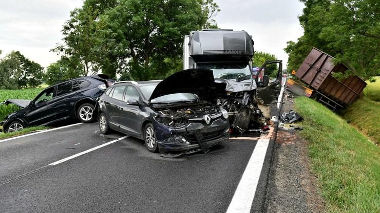 Osiem pojazdów zderzyło się na DK nr 8. Dwie osoby nie żyją