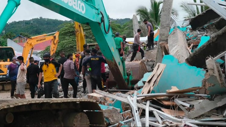 Trzęsienie ziemi w Indonezji. Dziesiątki zabitych, ostrzeżenie przed tsunami