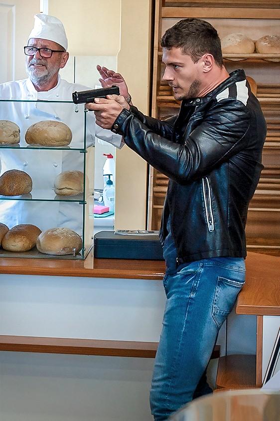 """""""Policjantki i Policjanci"""" - odcinek 717: Zarobić na chleb"""