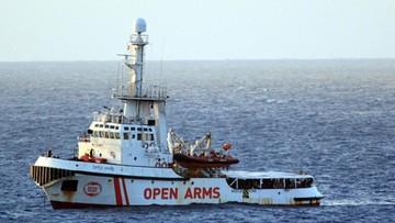 Włochy: u brzegów Lampedusy stoi statek NGO. W rządzie nowy spór o migrantów