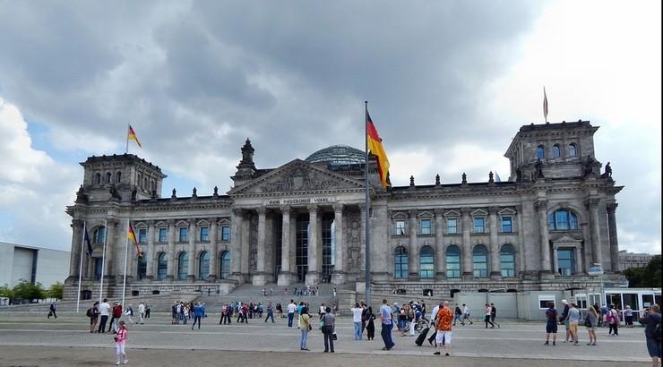 Cudzoziemki w Niemczech płacą za uznanie ojcostwa, by dostać prawo pobytu