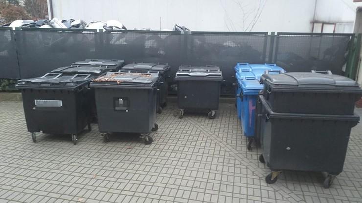 """Policja rozbiła szajkę """"śmieciarzy"""". Kradli... kontenery na odpady"""