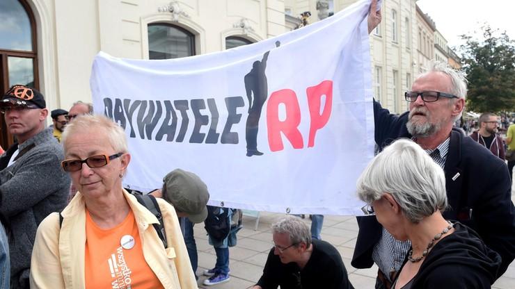 Lider Obywateli RP: spróbujemy przekroczyć barierki przed Sejmem i tam protestować