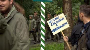 Przez Puszczę Białowieską przeszedł marsz leśników. Gest solidarności z poszkodowanymi przez nawałnice
