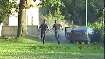 Uciekał przed policją bez tablic i prawa jazdy, uderzył w mur. Znaleźli go, bo zgubił portfel