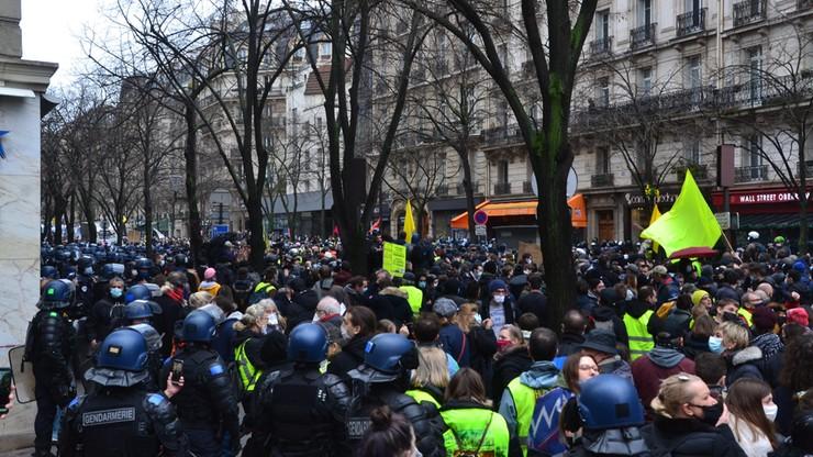 Francja. W 140 miastach demonstracje przeciw skrajnej prawicy