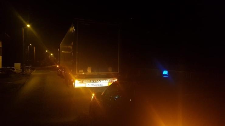 """Jechał ciężarówką pod prąd, a policja """"przeszkadzała mu w pracy"""". - Przecież nikogo nie zabiłem"""
