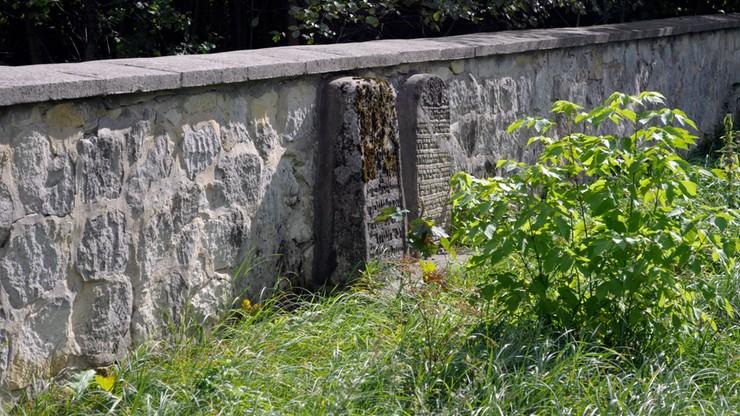 Martwy płód znaleziony przy cmentarzu w Ożarowie