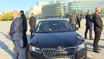 Kaczyński rozmawiał z Morawieckim i Błaszczakiem. 13 minut siedzieli w limuzynie na pl. Piłsudskiego