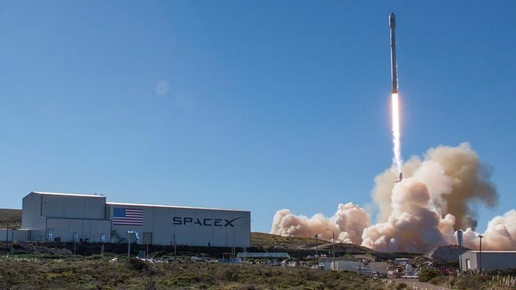 Udany start rakiety firmy SpaceX w Kalifornii