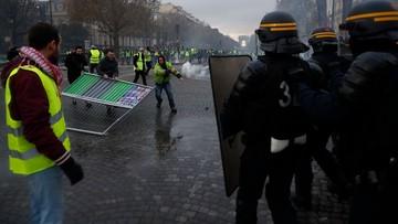 """Zamieszki w Paryżu podczas protestu """"żółtych kamizelek"""". 40 zatrzymanych"""