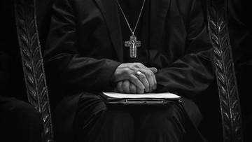 Biskup z filmu Sekielskich odsunięty od uroczystości