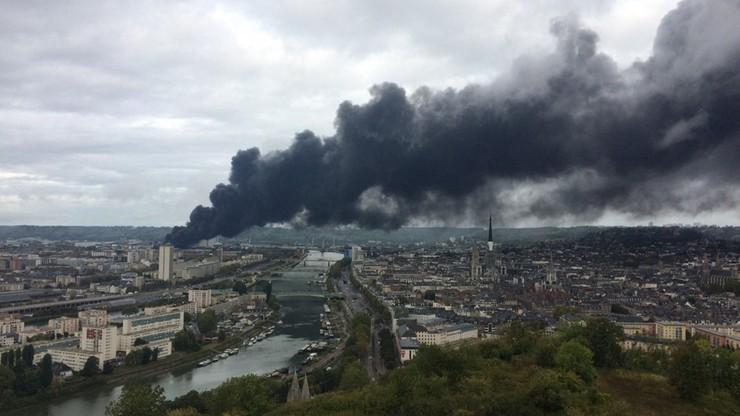 """""""Chcemy prawdy, nie chcemy zdychać"""" krzyczeli manifestanci po pożarze zakładów chemicznych w Rouen"""