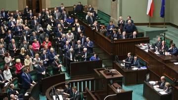 """Sejm uchwalił nowelizację tzw. ustawy medialnej. """"Legislacyjny nalot dywanowy"""""""