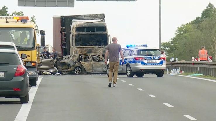 Kierowca tira z karambolu na A6 będzie mógł opuścić areszt. W wypadku zginęło 6 osób