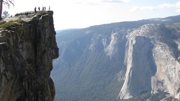 Spadli ze skały widokowej. Tydzień temu sfotografowano tam oświadczyny, które zachwyciły internautów