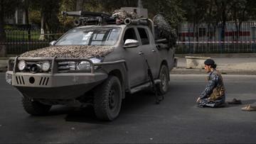 Talibowie powiesili ciało na dźwigu. Na głównym placu miasta