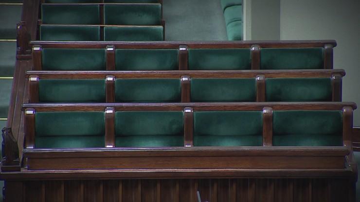 Wybory władz klubów PiS i PSL przed posiedzeniem Sejmu. KO zdecyduje wieczorem