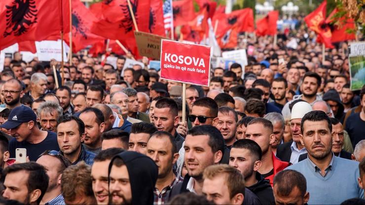 Tysiące protestujących przeciwko planom korekty granicy między Kosowem a Serbią